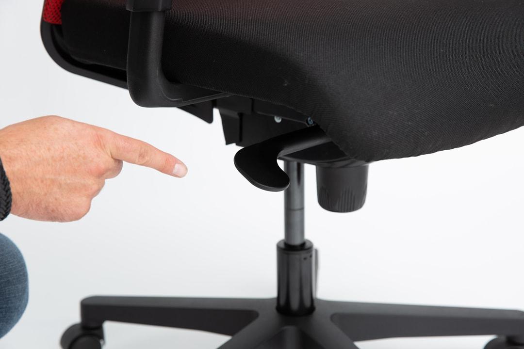 : Richtige Sitzhöhe einstellen bei einem living chair.